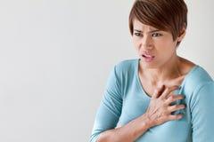 Mujer enferma con ataque del corazón súbito fotos de archivo libres de regalías