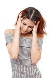 Mujer enferma con el dolor de cabeza, jaqueca, tensión, insomnio, náusea, resaca Imágenes de archivo libres de regalías