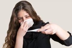 Mujer enferma con fiebre Imagenes de archivo