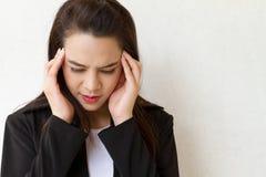 Mujer enferma, dolor de cabeza Imagen de archivo