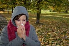 Mujer enferma en parque Fotografía de archivo libre de regalías