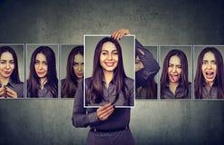 Mujer enmascarada que expresa diversas emociones imágenes de archivo libres de regalías