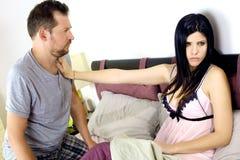 Mujer enojada con el marido después de engañar Imagen de archivo