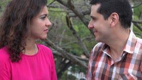 Mujer enojada violenta hacia marido almacen de video
