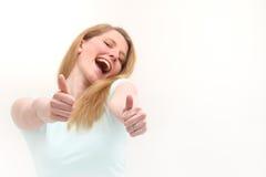 Mujer entusiástica que da los pulgares para arriba Foto de archivo libre de regalías