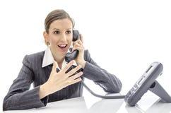 Mujer entusiasta que habla en el teléfono Fotografía de archivo libre de regalías