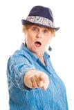 Mujer envejecida centro - acusación chocada Fotos de archivo libres de regalías