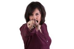 Mujer envejecida centro que mira y que señala usted Imágenes de archivo libres de regalías
