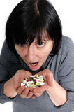 Mujer envejecida con la medicina Imagen de archivo