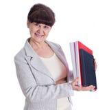 Mujer envejecida que presenta como un administrador, secretaria Imagen de archivo libre de regalías