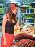 Mujer española en el mercado Foto de archivo