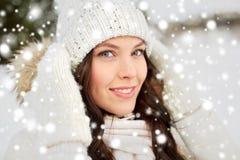 Mujer feliz al aire libre en invierno Fotografía de archivo libre de regalías