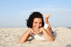 Mujer feliz atractiva Foto de archivo libre de regalías