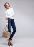 Mujer feliz con el bolso Fotos de archivo