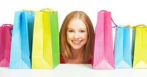 Mujer feliz con el bolso en compras aislado Fotos de archivo libres de regalías