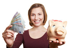 Mujer feliz con el dinero euro Imagen de archivo