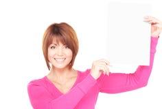 Mujer feliz con el tablero en blanco Imagen de archivo