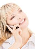 Mujer feliz con el teléfono celular Imagenes de archivo
