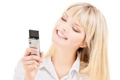 Mujer feliz con el teléfono celular fotografía de archivo
