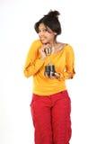 Mujer feliz con el trofeo del oro Foto de archivo libre de regalías