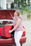 Mujer feliz con equipaje Fotografía de archivo libre de regalías