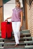 Mujer feliz con equipaje Imágenes de archivo libres de regalías