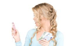 Mujer feliz con la calculadora y el dinero Fotos de archivo