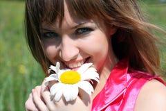 Mujer feliz con la flor Fotografía de archivo libre de regalías