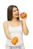 Mujer feliz con la fruta imagen de archivo libre de regalías