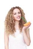 Mujer feliz con la fruta imágenes de archivo libres de regalías