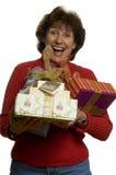 Mujer feliz con la pila de los regalos Fotografía de archivo