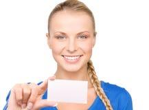 Mujer feliz con la tarjeta de visita Imagen de archivo