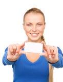 Mujer feliz con la tarjeta de visita Fotos de archivo