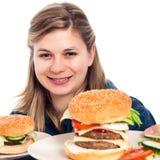 Mujer feliz con las hamburguesas Imágenes de archivo libres de regalías