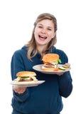 Mujer feliz con las hamburguesas hechas en casa frescas Fotografía de archivo libre de regalías