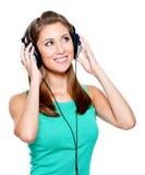 Mujer feliz con los auriculares Fotos de archivo