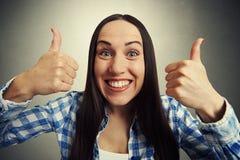 Mujer feliz con los pulgares para arriba Imágenes de archivo libres de regalías