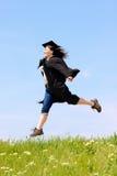 Mujer feliz de la graduación fotos de archivo