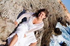 Mujer feliz de las vacaciones Fotos de archivo libres de regalías