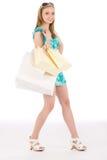 Mujer feliz del adolescente de las compras en alineada del verano Imagenes de archivo