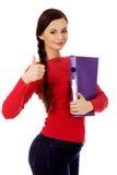Mujer feliz del estudiante con el pulgar para arriba Imagen de archivo libre de regalías