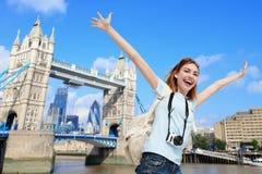 Mujer feliz del viaje imagen de archivo libre de regalías