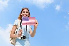 Mujer feliz del viaje de los jóvenes Fotografía de archivo