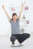 Mujer feliz después de la pérdida de peso imagen de archivo libre de regalías