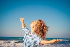 Mujer feliz el vacaciones de verano Fotografía de archivo