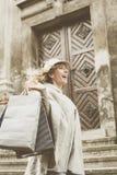 Mujer feliz en compras Imagen de archivo
