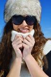 Mujer feliz en el invierno Imagenes de archivo