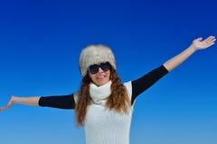 Mujer feliz en el invierno Fotografía de archivo libre de regalías