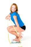 Mujer feliz en escala del peso Foto de archivo libre de regalías
