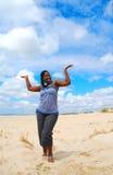 Mujer feliz en la playa Imágenes de archivo libres de regalías